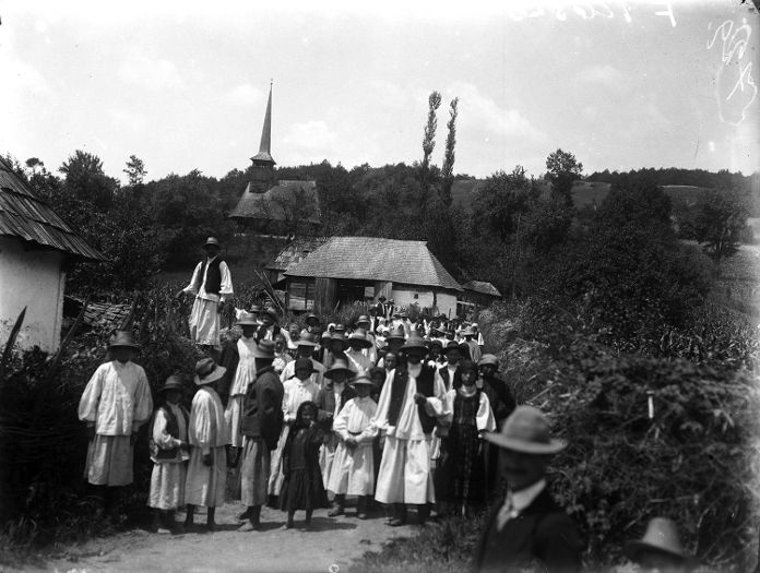 Greek Catholic wooden church and congregation, Szatmár county, 1913. Museum of Ethnography; F 126328