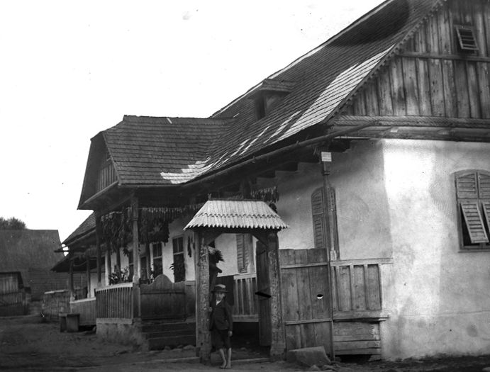 Two-room house with veranda, demonstrating the German influence; constructed in 1881, Parajd, 1899. Museum of Ethnography; F 3748